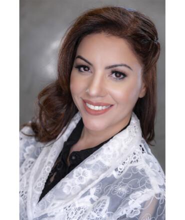 Dra. Adriana G de Farias